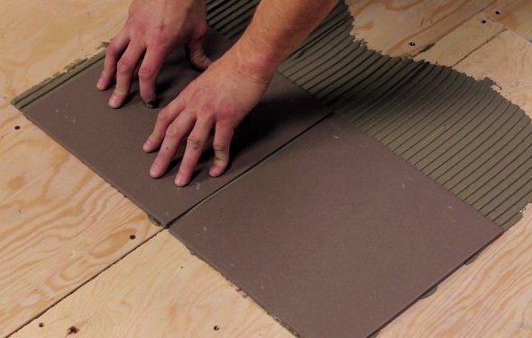 Укладка плитки на деревянное